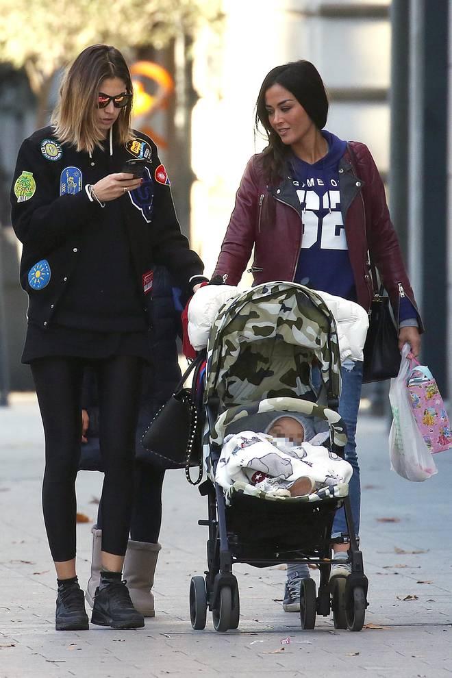 Melissa Satta e Giorgia Palmas, passeggiata fra ex veline con i figli Maddox e Sofia