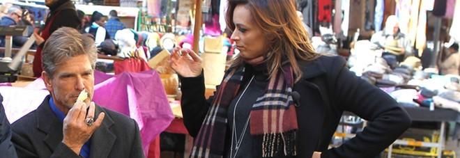 Serena Garitta col pancione, gita al mercato di Roma con Clayton Norcross, ex Thorne di Beautiful