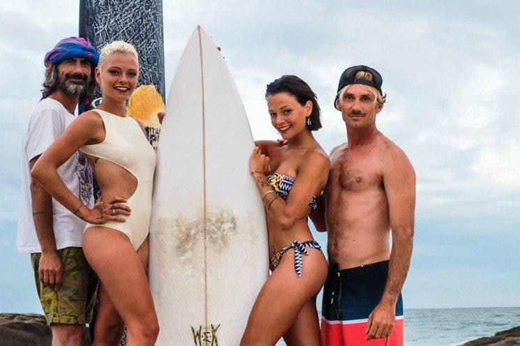 Coach-e-Donatella_tavola-da-surf-745x496