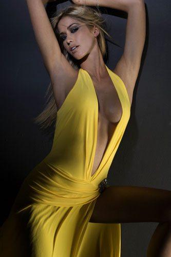 """Elena Santarelli risponde a Fabrizio Corona: """"Le mie tette? Me le sono pagate da sola"""""""