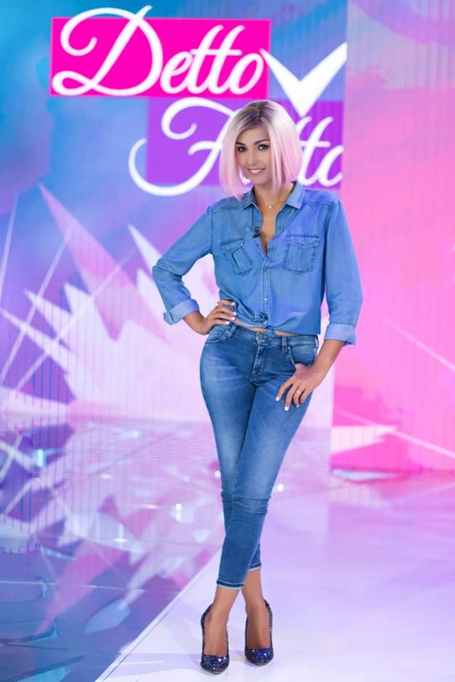 Caterina-Balivo-capelli-rosa-Detto-Fatto-1