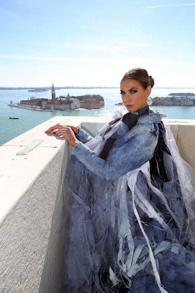 """26.02.2017 Venezia. Il """"volo"""" dell'Aquila Melissa Satta dal Campanile di San Marco. © Italo Greci"""
