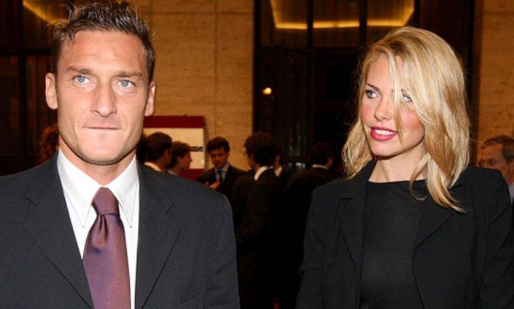 """""""Passano gli anni ma non l'amore per te"""", Totti e gli auguri social a Ilary Blasi"""
