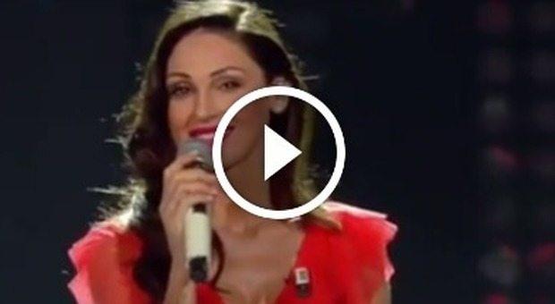 Anna Tatangelo canta Il cielo in una stanza fan Sei strepitosa_21191636