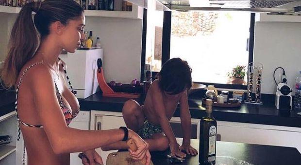 Belen con Santiago ai fornelli: in cucina si sta cosi, in bikini