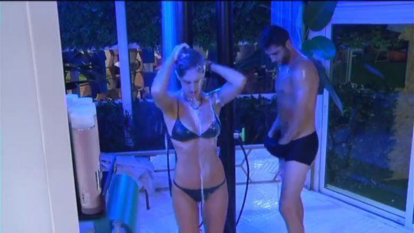Grande Fratello Vip, i fratelli Rodriguez sono i primi a spogliarsi... per la doccia