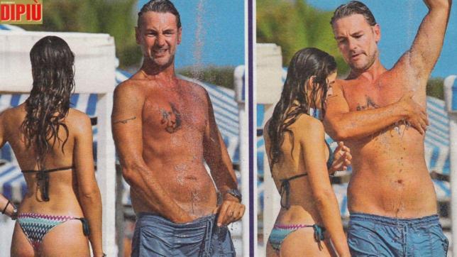 Roberto Farnesi, palpatine intime sotto la doccia per il bello della tv
