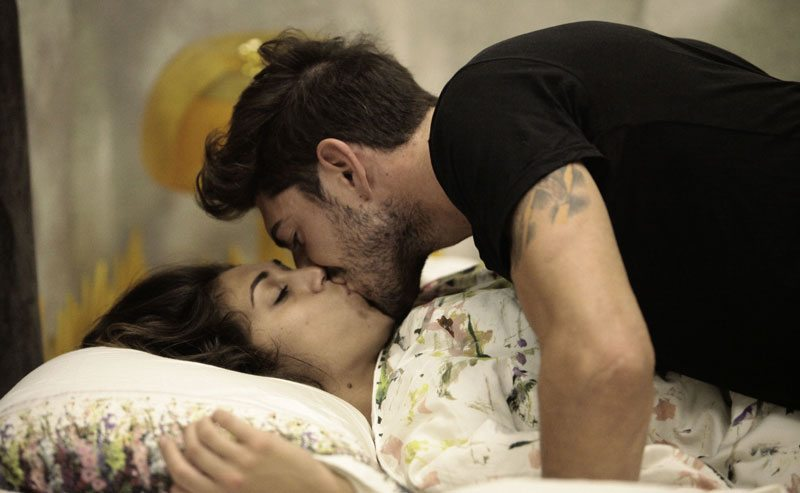 GFVip-2017-Cecilia-e-Ignazio-si-baciano